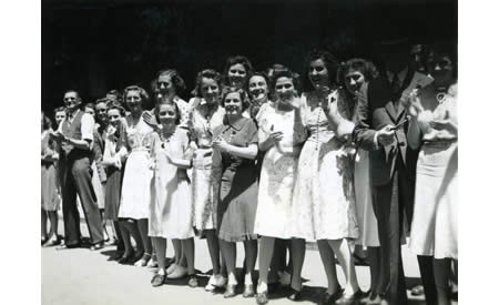 Group of staff from Cox Bros Australia, Perth, on Armistice Day 1941 watching a troop parade in Perth. Many of the women, including Elise Solly, later enlisted. Courtesy Elsie Solly