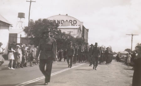 2/32nd Battalion Reinforcements marching through Northam, 1941. The various units fiercely competed with each other to be the best. Courtesy Ted Brindle